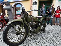Motocykl Harley Davidson na přehlídce veteránů Ecce Homo ve Šternberku.