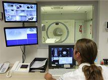 Pracoviště je vybavené přístroji pro špičkovou diagnostiku především onkologických onemocnění.