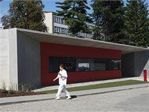 Samotná budova pracoviště PET/CT je zajímavá moderním designem.