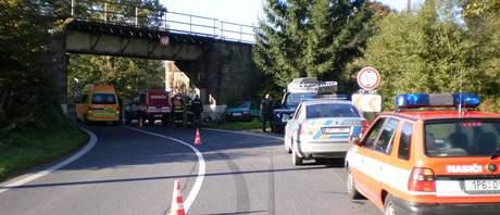 Záchranáři zasahují na místě dnešní nehody u Železné Rudy (22.9.2010)