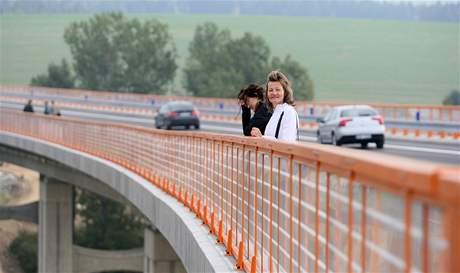 Součástí obchvatu České Bělé je i 276 metrů dlouhý a 26 metrů vysoký most na říčkou Bělou