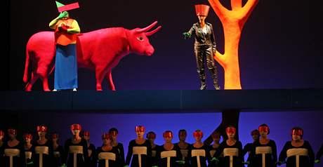 Scéna moderního pojetí oper Šárka a Ariadna.