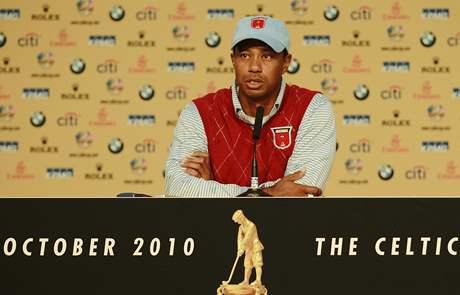Tiger Woods na tiskové konferenci před Ryder Cupem.