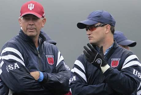 Druhý tréninkový den na Ryder Cup 2010 - Američan Zach Johnson (vpravo) v rozhovoru s kapitánem Coreyem Pavinem.