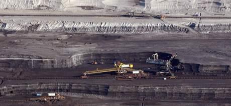 Letecký pohled na těžbu uhlí na Mostecku. (8. září 2009)
