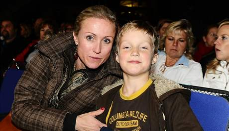 Manželka Petra Koláře se synem