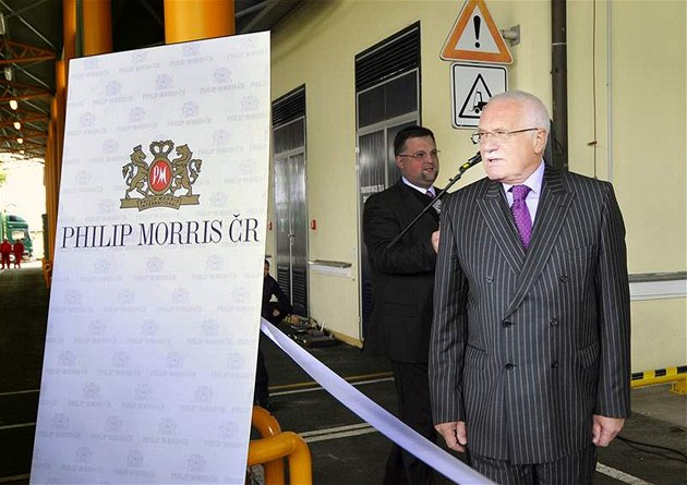 Prezident Václav Klaus nav�tívil v Kutné Ho�e závod spole�nosti Philip Morris �R. (29. zá�í 2010)