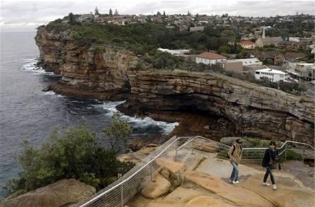 Útesy Trhlina u vjezdu do přístavu v Sydney, oblíbené místo sebevrahů