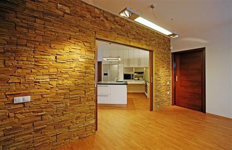 """Guma na podlaze vypadá skvěle, """"kamenný obklad"""" je pouze barevný betonový kámen"""