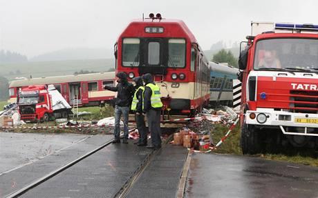 Nehoda ve Valšově na Bruntálsku,kde řidič chorvatského kamionu vjel na železniční přejezd,když zrovna projížděl vlak