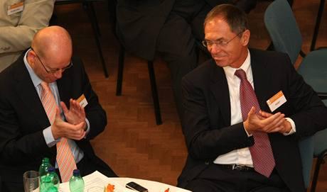 Pokud se neprovedou reformy, bude mít Česko problémy, přišel sociálním demokratům říci jejich bývalý prezidentský kandidát, ekonom Jan Švejnar.