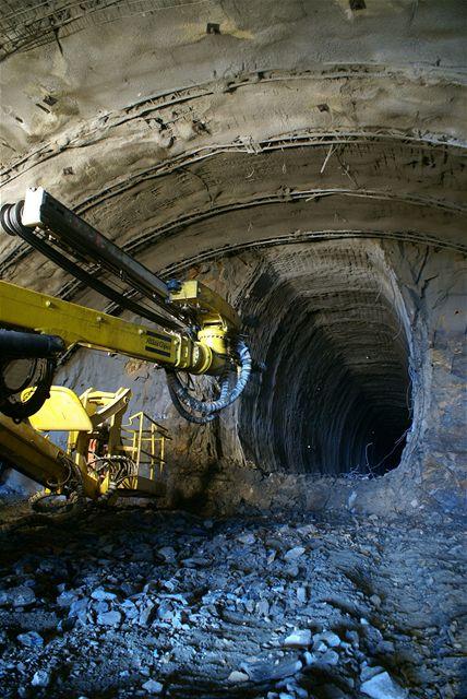 Cholupický tunel - Průzkumná štola v kalotě třípruhového tunelu