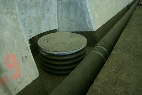 Cholupický tunel - Výklenek se šachtou na čistění drenáže