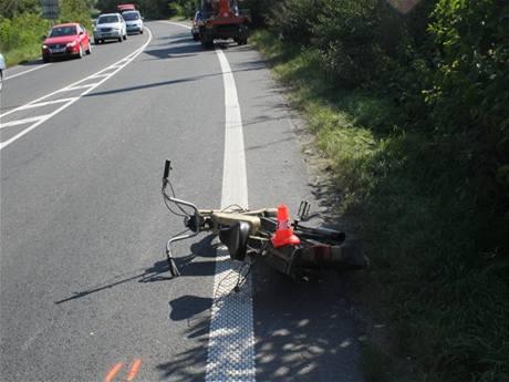 Jízda opilého řidiče na kradeném mopedu skončila, když nedal přednost avii na hlavní silnici.