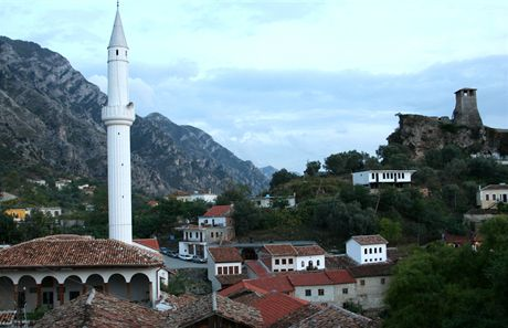 Podvečer v městě Krujë – na pozadí věž citadely