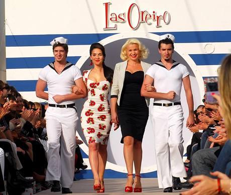 Natalia Oreiro představila další kolekci oblečení, na níž spolupracovala se sestrou Adrianou