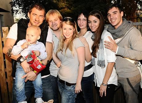 Bořek Slezáček se synem Nikolajem a kolegy z Dětí ráje