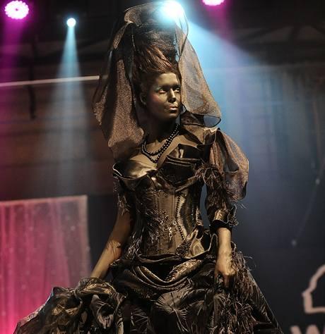 Model černé vdovy šokoval