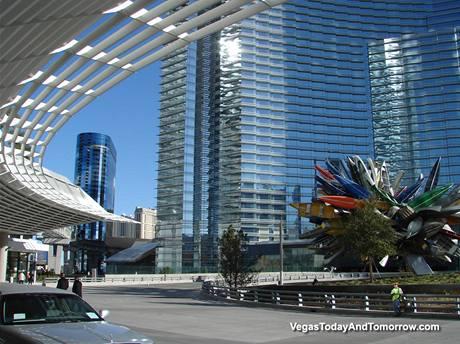 Lasvegaský hotel Vdara je dílem oceňovaného architekta Rafaela Vinoly, který pochází z Uruguaye a žije ve Spojených státech