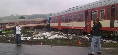 U Valšova na Bruntálsku vjel řidič kamionu na koleje ve chvíli, kdy přijížděl vlak (26.9. 2010)