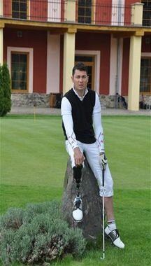Paralympionik Jiří Ježek na golfu.