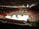 Pokládání palubovky v KV Areně pro basketbalové MS žen - pátek 22.17