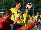 Divizní fotbalisté Třebíče (v červeném) sice ve včerejším zápase favorizované Teplice potrápili, z postupu se však po těsné výhře 1:2 nakonec radoval prvoligový sok.