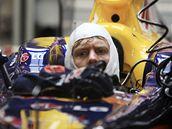 Sebastian Vettel při druhém tréninku na Velkou cenu Singapuru
