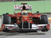 Felipe Massa při třetím tréninku na Velkou cenu Singapuru