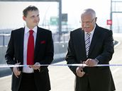 Ministr dopravy Vít Bárta, prezident Václav Klaus a primátor Pavel Bém slavnostně otevřeli nový úsek jihozápadní části okruhu kolem Prahy. (20. září 2010)