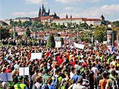 Demonstrace odborářů proti vládním škrtům na Palachově náměstí v Praze. (21. září 2010)
