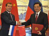Ruský prezident Dmitrij Medveděv se svým čínským protějškem Chu Ťin-tchaem (26. září 2010)