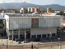 V obchodním centru ve středu Liberce ode dneška nabízí své výrobky další desítky nových prodejen.