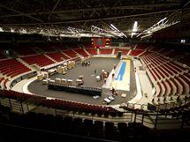 Pokládání palubovky v KV Areně pro basketbalové MS žen - sobota 25.9.2010 16.10
