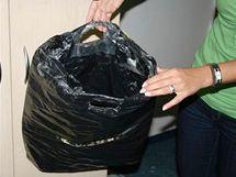 Dva muži ze Slovenska nakradli za jedno odpoledne s pomocí speciálně upravené tašky oblečení a elektroniku za zhruba sto tisíc korun.