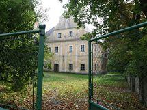 Obec Pohled na Havlíčkobrodsku kupcům nabízí celé centrum obce. Na prodej je i zámek nebo sokolovna.