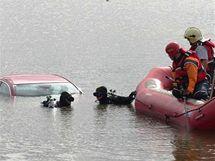 Červená Mazda 5 bez registračních značek, která se ztratila v Rakousku v pátek, byla nalezena v Mušově.