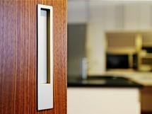 Hranaté mušle dveří se ovládají snadněji než oblé