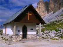 Kaplička na magistrále pod Tre Cime di Lavaredo