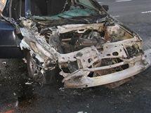 Ohořelá Škoda Octavia po srážce s avií u Bašnice na Jičínsku