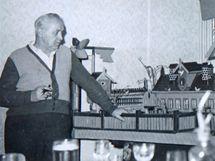 František Hak v penzi stavěl dřevěné modely