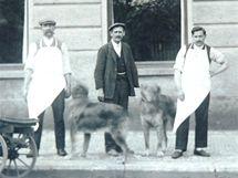 František Hak s pomocníky ve 30. letech