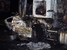 Tragická nehoda osobního auta a kamionu na silnici z Hradce Králové do Pardubic