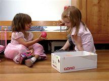 Děti a jejich kamarádi si mohou vybrat mezi současnými hračkami i věcmi, s nimiž si hrála už generace prarodičů