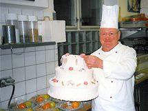 Ladislav Blažek svými výrobky ozdobil řadu recepcí v Grandhotelu Pupp.