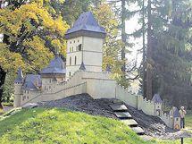 Maketa hradu Karlštejn v parku Boheminium v Mariánských Lázních