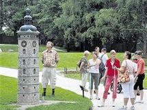 Maketa českobudějovické Černé věže v parku Boheminium v Mariánských Lázních