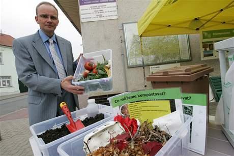 Obyvatelé brněnské části Žebětín si mohou zdarma zažádat o vlastní plastový kompostér (starosta Vít Beran)