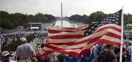 Tea Party sílí, počet příznivců stále roste. Na snímku shromáždění na konci srpna, které zorganizoval Glen Beck. Přišly desetitisíce lidí.