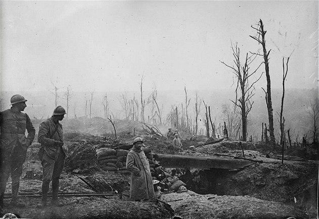 Francouz�tí vojáci v zákopech b�hem první sv�tové války